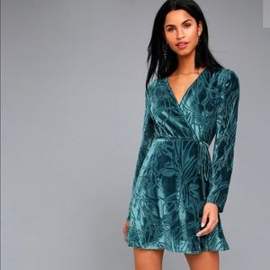 Long sleeved Lulus velvet wrap dress (M)
